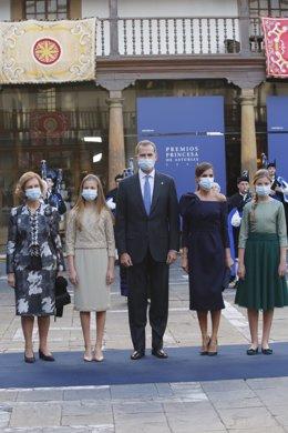 """El Rey pide """"un gran esfuerzo nacional de entendimiento y concordia"""" y """"la máxim"""