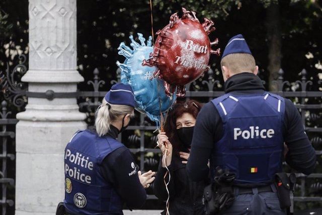Coronavirus.-Bélgica cierra la hostelería durante cuatro semanas e impone un toq