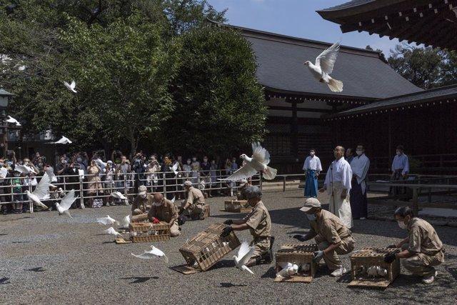 Japón.- Suga envía una ofrenda al polémico santuario bélico de Yasukuni