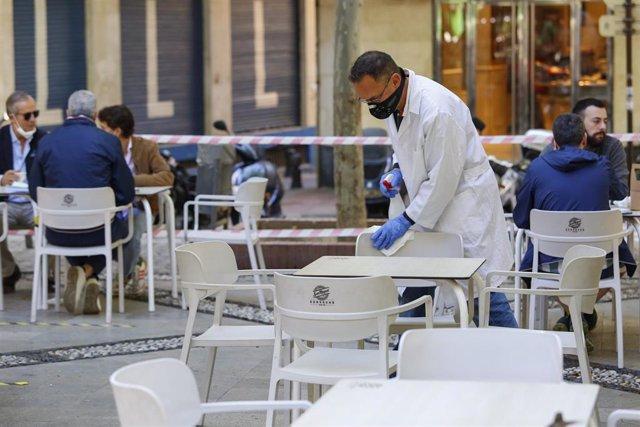 Granada comienza a abrir terrazas en el inicio de la fase 1