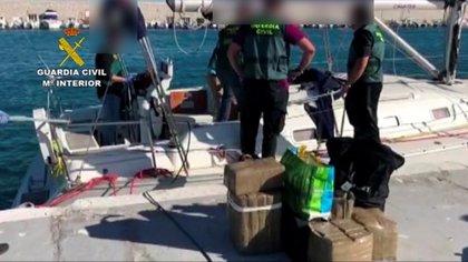 Detenidos los 31 integrantes de una red dedicada al tráfico de drogas en las costas de Andalucía