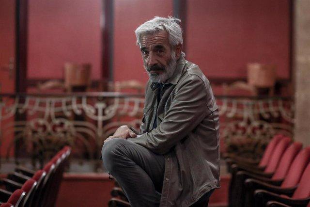 Imanol Arias posa tras una entrevista para Europa Press en la que ha presentado la obra  'El coronel no tiene quien le escriba', que interpretará en el Teatro Infanta Isabel del 22 de octubre al 1 de noviembre, en Madrid (España), a 16 de octubre de 2020.