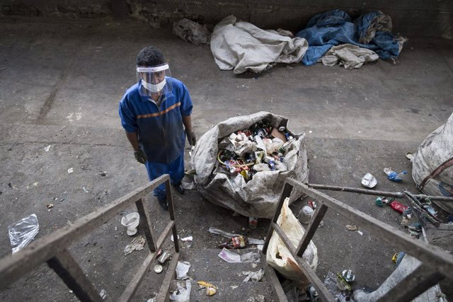 Coronavirus.- Irán rebasa el umbral de los 30.000 muertos por coronavirus