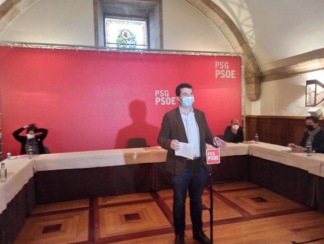 El secretario xeral del PSdeG, Gonzalo Caballero, en el encuentro de trabajo organizado por su partido este sábado en Santiago