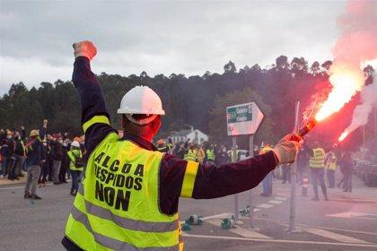 """Los trabajadores de Alcoa vuelven a cortar carreteras en Xove y llaman a una """"marcha masiva"""" en Lugo el próximo sábado"""