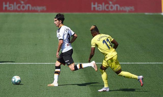 Samuel Chukwueze y Carlos Soler en un Villarreal-Valencia