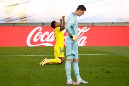 El Cádiz enseña las debilidades del campeón