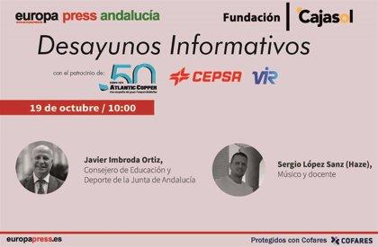 El consejero de Educación, Javier Imbroda, y el rapero Haze este lunes en los desayunos de Europa Press Andalucía