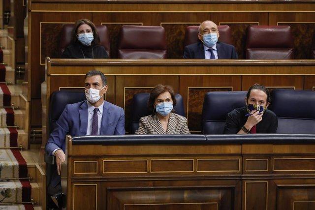 El president del Govern central, Pedro Sánchez; la vicepresidenta primera, Carmen Calvo; i el vicepresident segon, Pablo Iglesias.