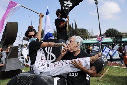 Israel comienza el relajamiento de las restricciones tras otra noche de protestas contra el Gobierno