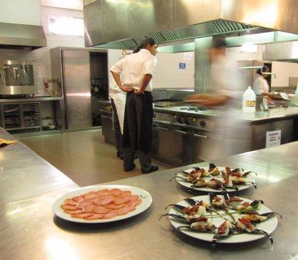 """Los empresarios de hostelería y turismo se muestran """"muy preocupados"""" ante las nuevas medidas para frenar la COVID-19"""