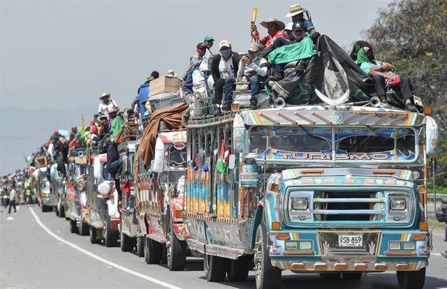 Imagen de la minga de indígenas que se dirige hacia Bogotá