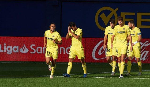 Fútbol/Primera.- (Crónica) Real Sociedad y Villarreal toman el mando de la Liga