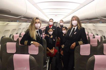 Iberia Express viste de rosa un avión para apoyar la lucha contra el cáncer de mama