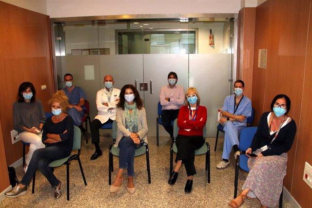 Parte de los integrantes del equipo multidisciplinar dedicado a los casos de cáncer de mama en el Hospital Virgen Macarena de Sevilla.