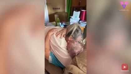 Madre e hija se reúnen por primera vez después de 4 meses sin verse por la cuarentena