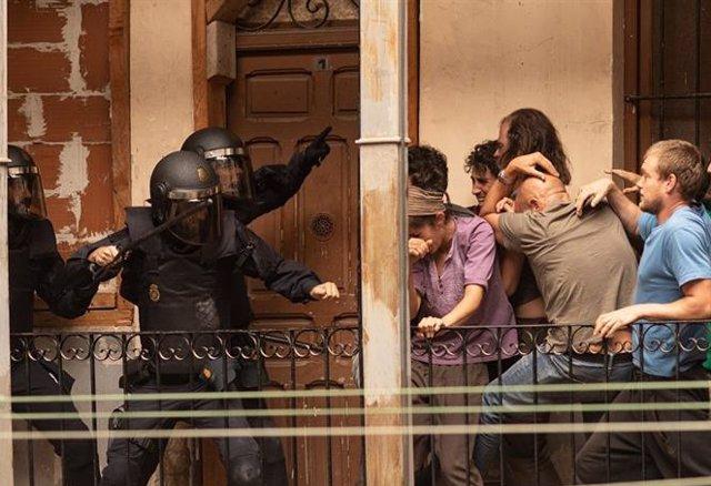 """Sindicatos de Policía cargan contra la serie Antidisturbios por presentar a  los agentes """"como drogadictos y alcohólicos"""""""