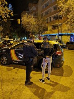 Detención del presunto autor del intento de robo en una vivienda habitada en el barrio de Pere Garau.