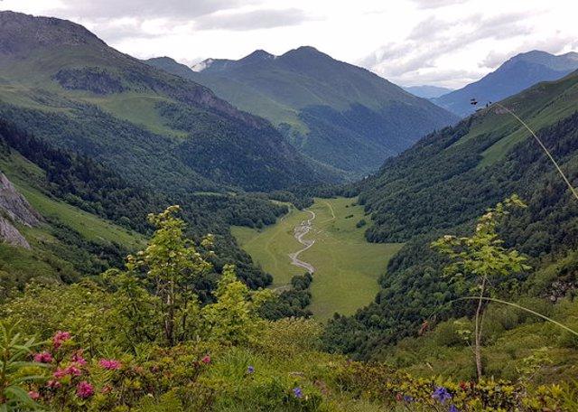 Panoràmica de la Val dera Artiga de Lin, a la Val d'Aran. (horitzontal)