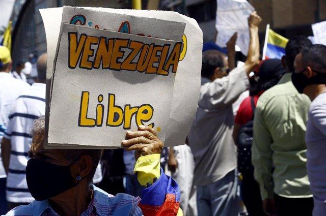 Protesta de profesores contra el Gobierno de Nicolás Maduro en Carabobo
