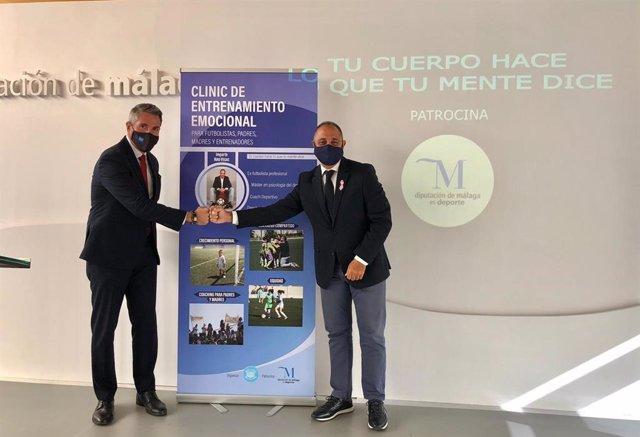 Juan Carlos Maldonado, vicepresidente primero de la Diputación, y Kiko Vegas, formador y exfutbolista profesional
