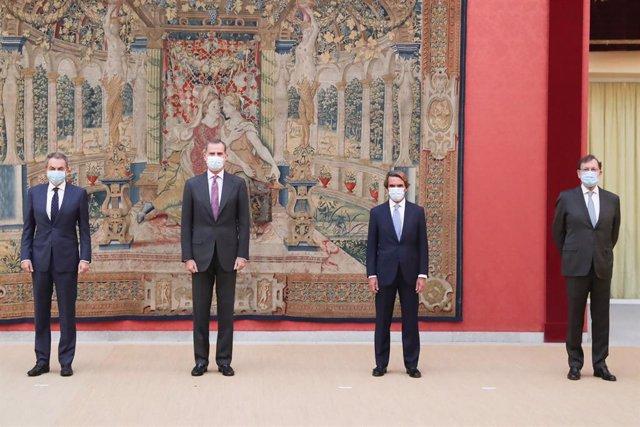 El Rey, con los expresidentes del Gobierno en la reunión del Patronato del Real