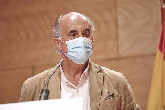 El viceconsejero de Salud Pública y Plan COVID-19 de la Comunidad de Madrid, Antonio Zapatero, comparece en rueda de prensa, en la Real Casa de Correos, en Madrid (España) a 6 de octubre de 2020.