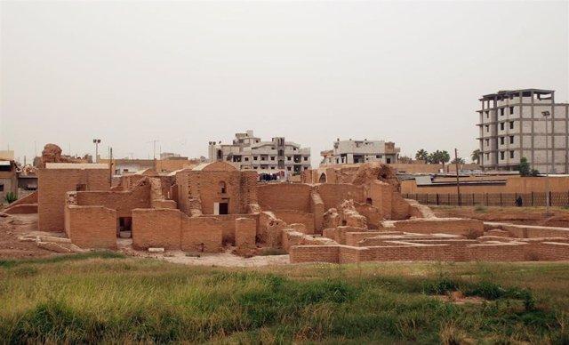 El CSIC colaborará en la protección de Qasr al-Banat, un conjunto de ruinas de ladrillo de una residencia del siglo XII en la ciudad siria de Raqqa, muy dañadas por la guerra.