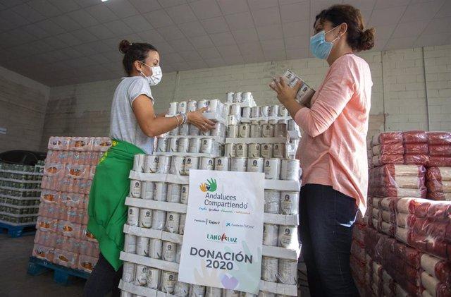 Alimentos repartidos en el marco de la iniciativa 'Andaluces Compartiendo'.