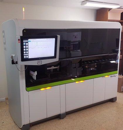 El robot que hace 800 pruebas PCR al día ya está funcionando en Salamanca