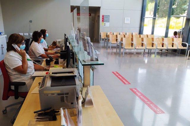 Pla general de l'entrada est de l'hospital de Figueres, en una imatge d'aquest 19 d'octubre del 2020. (Horitzontal)