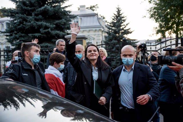 Bielorrusia.- Cinco opositores bielorrusos pasan a arresto domiciliario tras reu