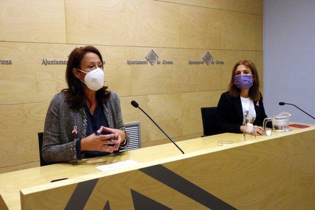L'alcaldessa de Girona, Marta Madrenas, i la tinenta d'alcaldia d'Hisenda, Maria Àngels Planas, aquest 19 d'octubre del 2020 durant la roda de premsa sobre ordenances (Horitzontal)