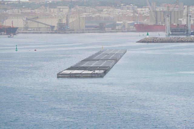 Pla obert de les obres del nou moll de Balears, al port de Tarragona, amb els caixons col·locats. Imatge publicada el 19 d'octubre del 2020. (Horitzontal)