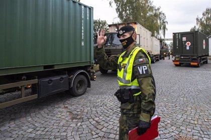 Levantan un hospital militar en el recinto ferial de Praga para atender a enfermos de COVID-19