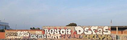 Sucesos.- Detenidos en Sant Vicent del Raspeig tres jóvenes acusados de realizar más de mil grafitis