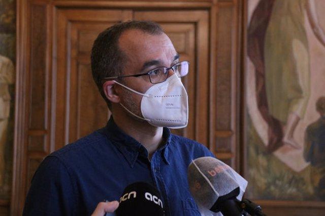 El regidor de Ciutat Vella i de Memòria Història, Jordi Rabassa, en declaracions als mitjans. 19 d'octubre del 2020. (Horitzontal)