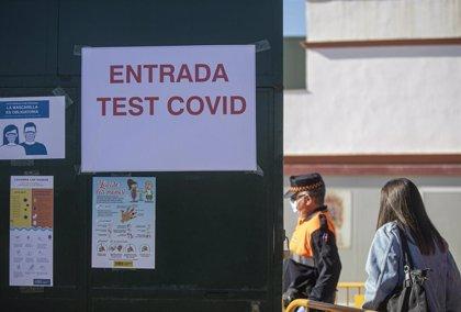 Andalucía supera la tasa de 250 casos por 100.000 habitantes en 14 días que Sanidad califica como riesgo extremo
