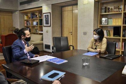 Pablo Iglesias se reúne con Carolina Darias para abordar la Estrategia Española de Personas Sin Hogar