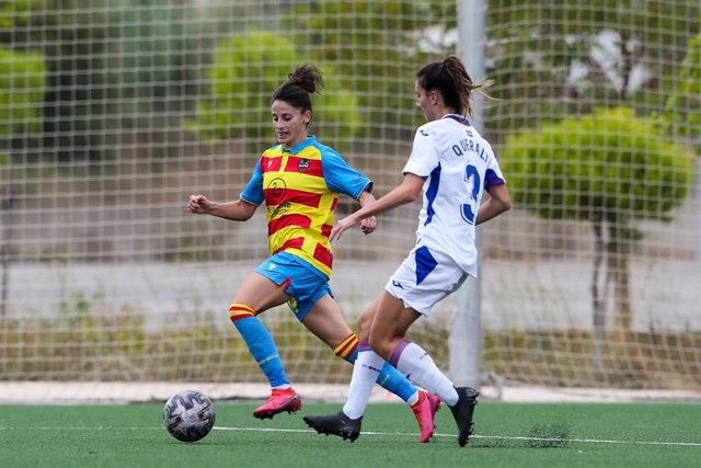 Fútbol/Selección.- Esther González sustituye a Jennifer Hermoso para el partido