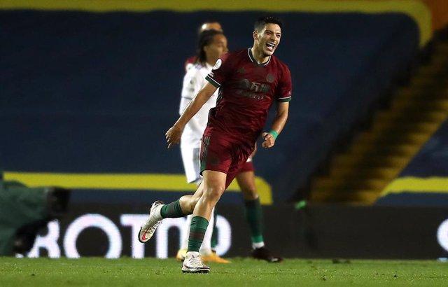 Rául Jiménez celebra su gol con el Wolverhampton ante el Leeds United