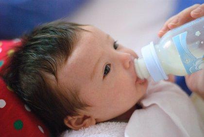 Recomendaciones para evitar la liberación de microplásticos en la preparación de biberones de leche de fórmula