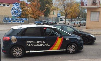 Policía evita la caída de un hombre por un puente en Moratalaz