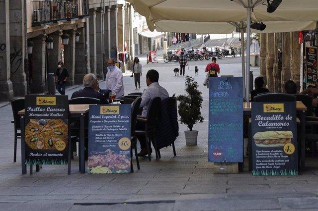 Personas en una terraza de Madrid