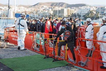 El Muelle de Arguineguín (Gran Canaria) tiene a unos 876 inmigrantes este martes