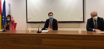 Los médicos cántabros respaldan la huelga contra el decreto que permite contratar sin título