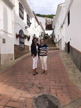 La delegada territorial de Turismo en Málaga, Nuria Rodríguez, y la alcaldesa de Carratraca, Francisca Jiménez.