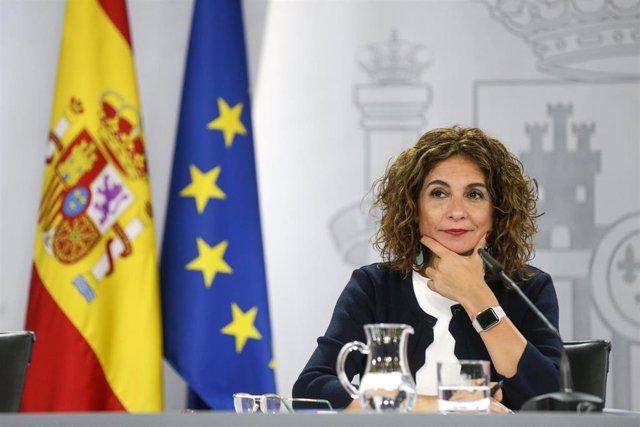 La ministra portavoz y de Hacienda, María Jesús Montero, comparece en rueda de prensa tras el Consejo de Ministros celebrado en Moncloa, Madrid (España), a 13 de octubre de 2020.