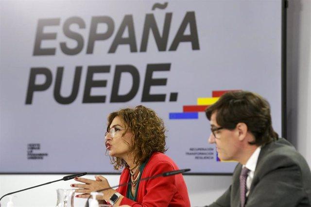 La ministra Portavoz y de Hacienda, María Jesús Montero, y el ministro de Sanidad, Salvador Illa, comparecen en rueda de prensa posterior al Consejo de Ministros en Moncloa, Madrid (España), a 20 de octubre de 2020.