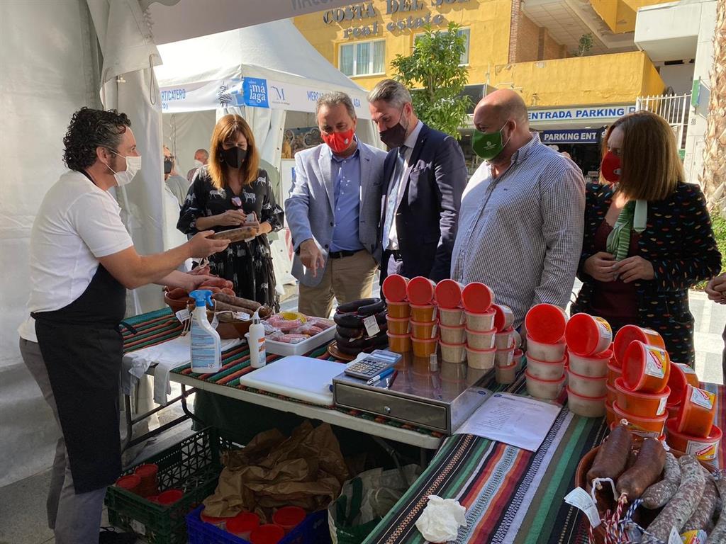 Más de 8.000 personas visitan el Mercado Sabor a Málaga de Torremolinos 3